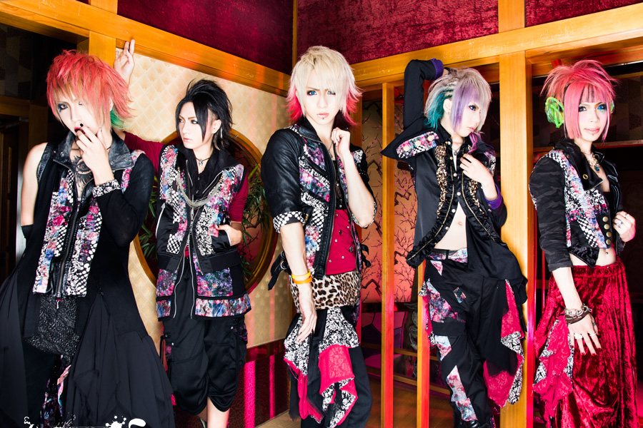 <Source:カラット Official Website>